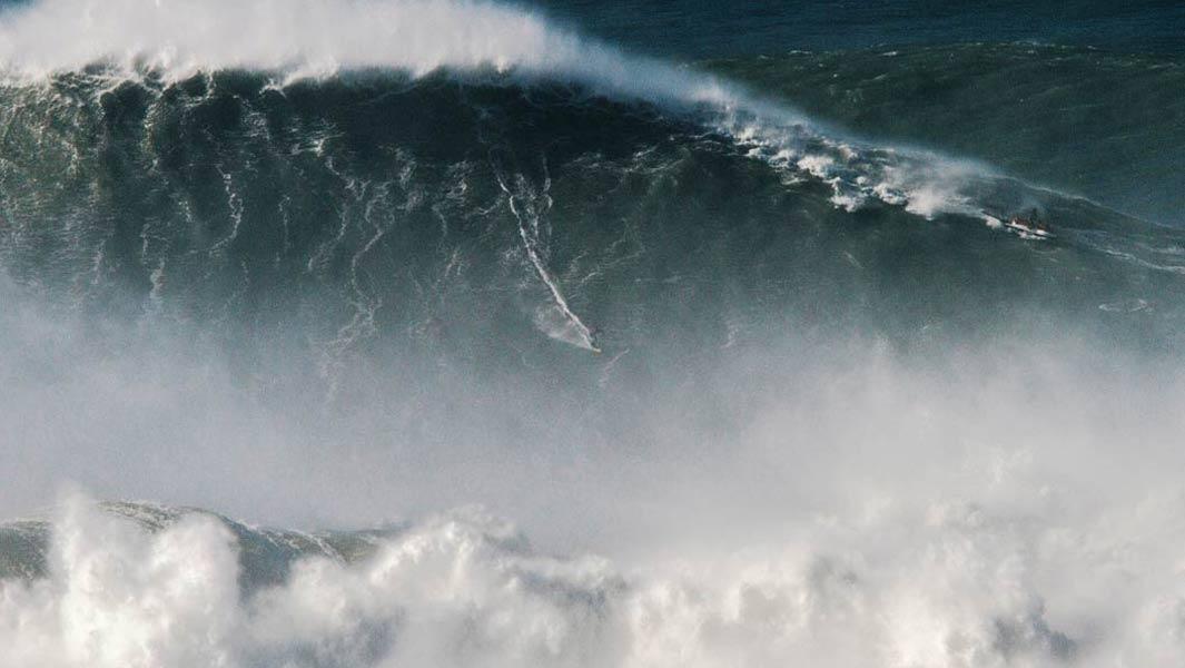 80-Foot Wave